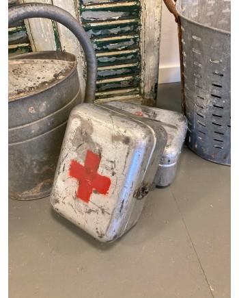 Gammel Førstehjælps Kasse i Aluminium